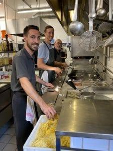 La brigade dans les cuisines du restaurant La Lucciola