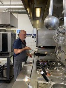 Le Chef dans les cuisines du restaurant La Lucciola