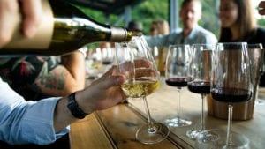 vins de table rouge rosé champagne blanc servis à table